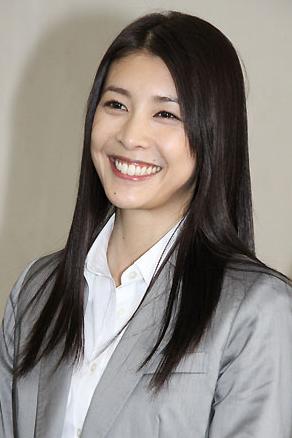 视剧的日本年轻人气男花木兰首映获好评演员小出惠介随后拍摄包括美味求婚等多部电