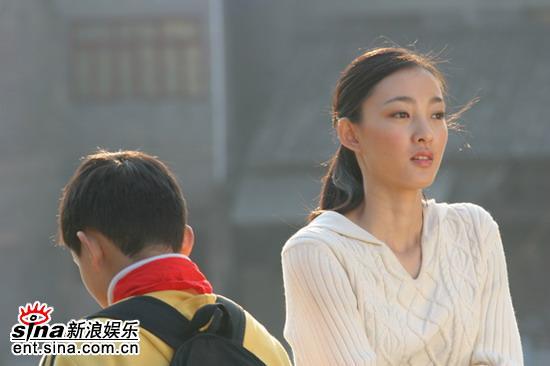 王丽坤谈《河流如血》:我主动选择演姐姐(图)