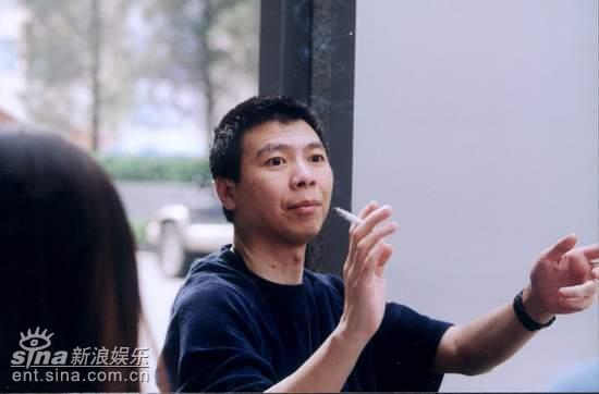 冯小刚探班《中国往事》:电视剧需要大制作(图)