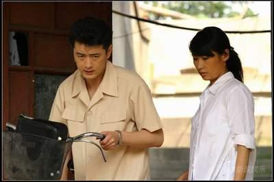 等知名影视作品的资深编剧冯华亲自操刀,导演是执导过《居家男人》和
