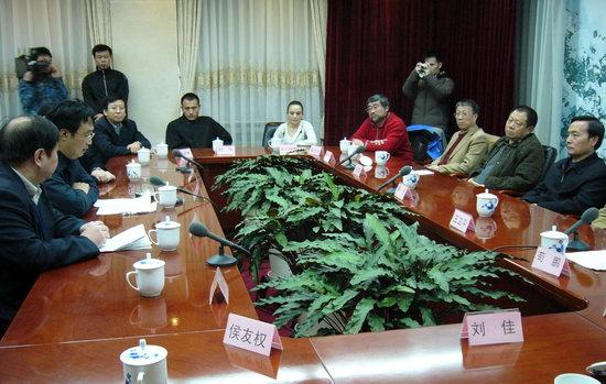 《戈壁母亲》受肯定新疆生产建设兵团送锦旗