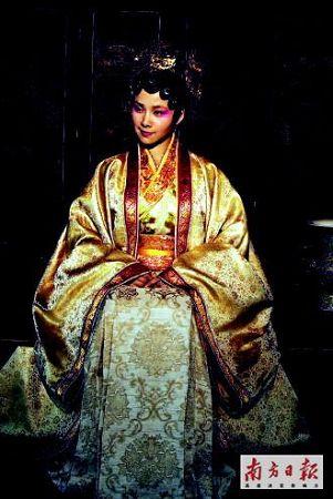 元春不像皇妃像王菲?新版《红楼梦》再惹争议(2)