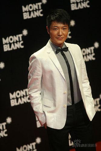 李宗翰频频出席时尚活动典雅风范尽显熟男气质