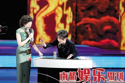 魔术师刘谦将搭档李宇春透露春晚紧张失常(图)