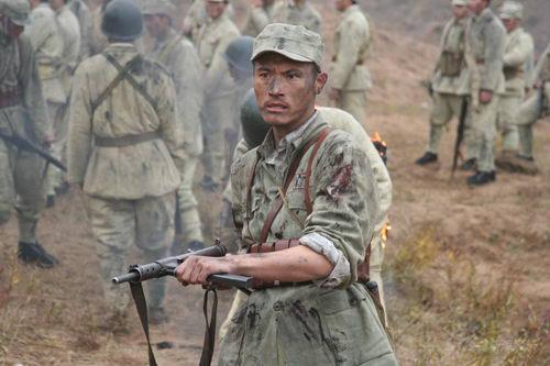 《红日》耿乐枪挑钢盔首演野战军连长(图)