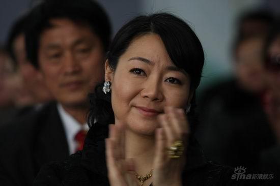 何晟铭新剧《贤妻良母》演19岁阳光大男孩(图)