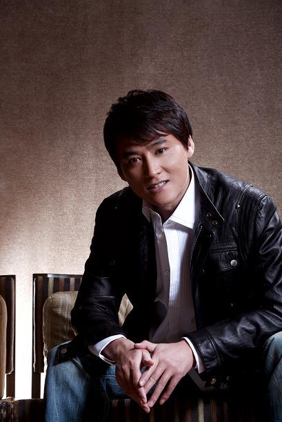 刘小锋拍《利剑》腰部受伤坐轮椅完成后期拍摄