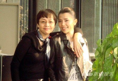 宋丹丹、李佳璇戏外情同姐妹