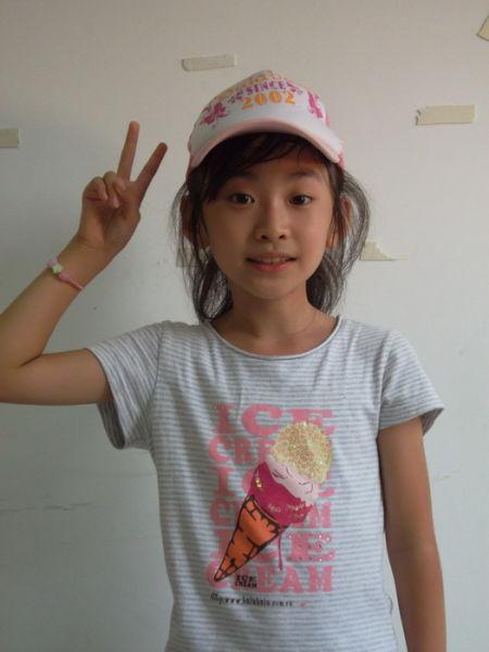 7岁小美女一曲引欢呼 竖