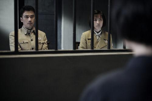 张溪芸和柳云龙审查犯人