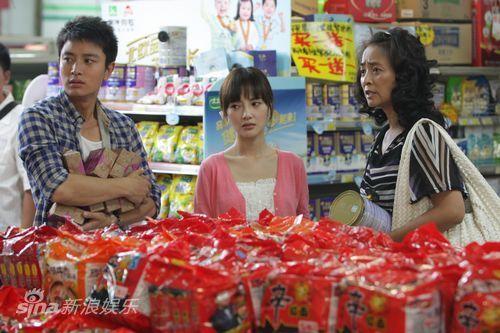 李小璐、贾乃亮逛超市