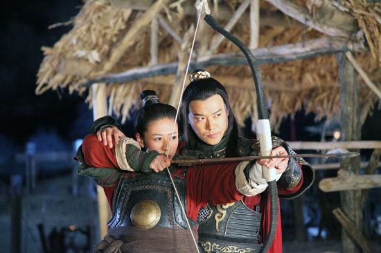 陈思成贴身教江若琳练剑
