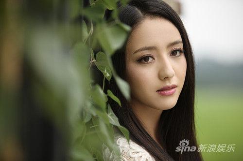 佟丽娅在《北爱》中饰演沈冰