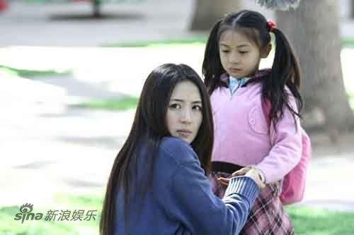 《家有公婆》中韩姗与女儿在一起