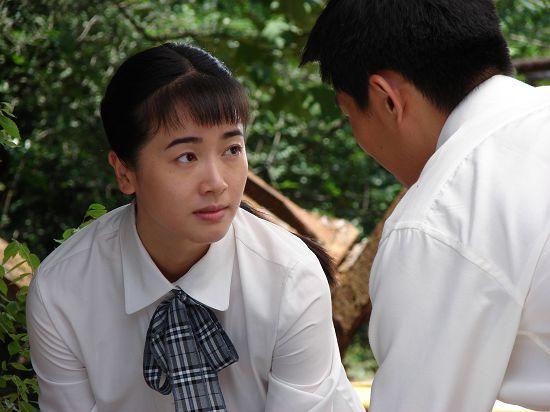 《八十年代》热播 左小青自剪刘海演厂花(图)图片