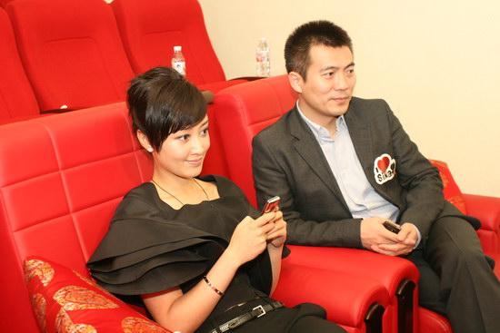 图文:2009新浪网络盛典--赵子琪和黄健翔
