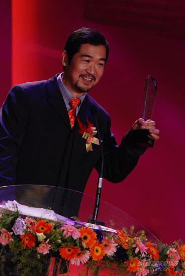 图文:张国立导演凭《济公新传》获年度最佳导演奖