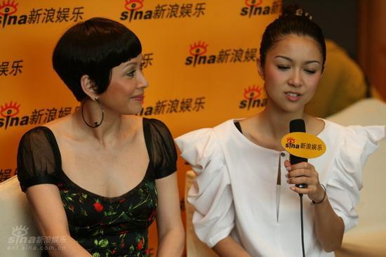 图文:《新不了情》主演聊天-薛凯琪与余安安