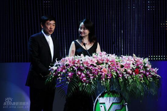 图文:上海电视节颁奖礼--金韬登台致辞