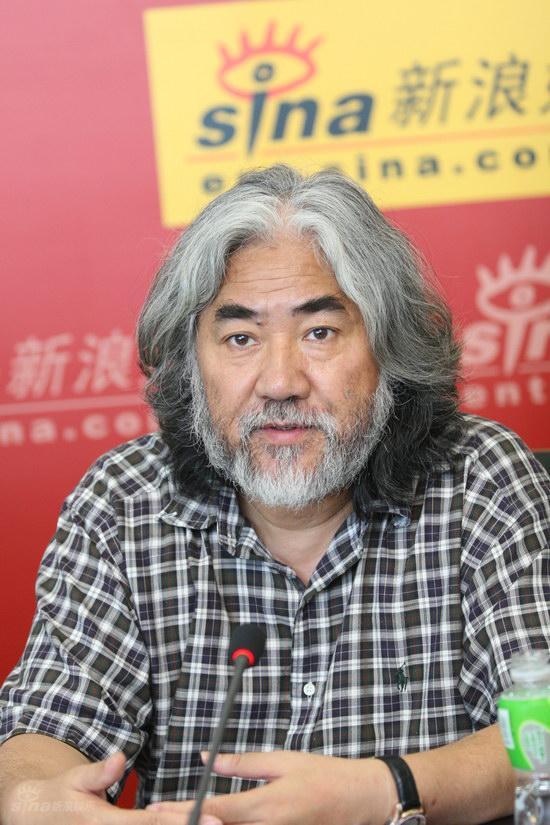图文:《西游记》导演张纪中正襟危坐