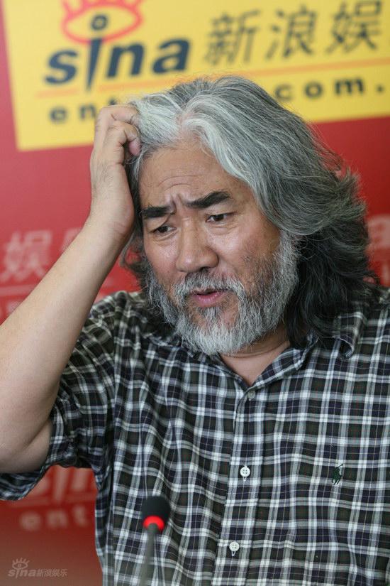 """图文:张纪中导演露出""""为难""""表情"""