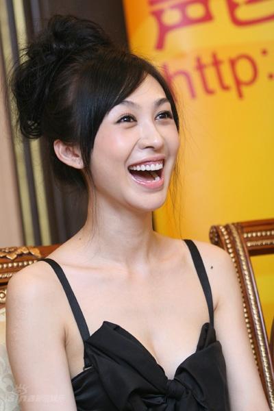 图文:《鹿鼎记》聊天--李菲儿开心大笑