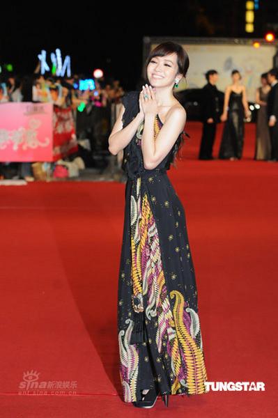 图文:金钟奖红毯--侯佩岑红毯焦点