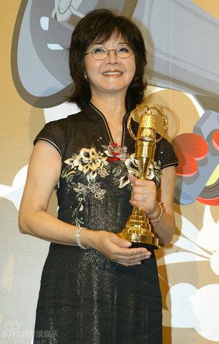 图文:金钟奖颁奖礼-李璇获得迷你剧集女主角奖