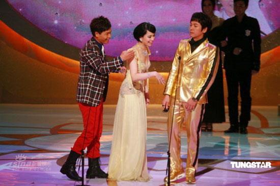 图文:TVB41周年台庆--郭羡妮郭晋安开心上台