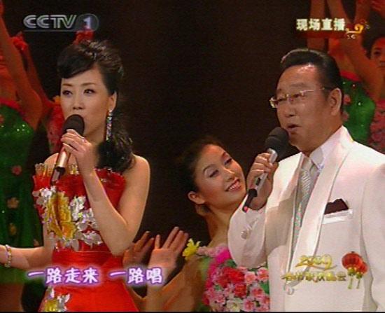 图文:09年春节晚会--张燕蒋大为演唱《满园春》