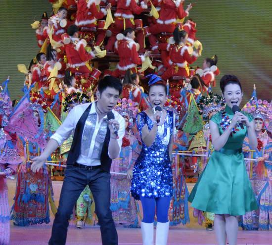 图文:09年央视春节晚会--《新年好》活跃气氛