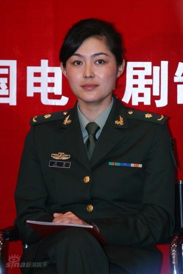 图文:《叶挺将军》首映式--主演汪裴在现场