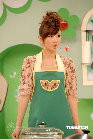图文:郑融录《美女厨房》