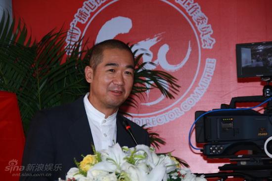 图文:导演委员会成立大会--张国立妙语连珠