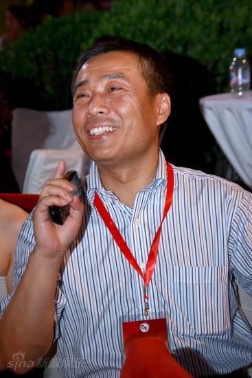 图文:导演明星嘉宾联谊晚宴--江平开心大笑