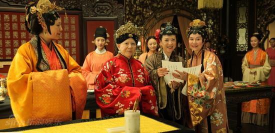 图文:红楼梦元春省亲--贾母等看宝黛钗写诗