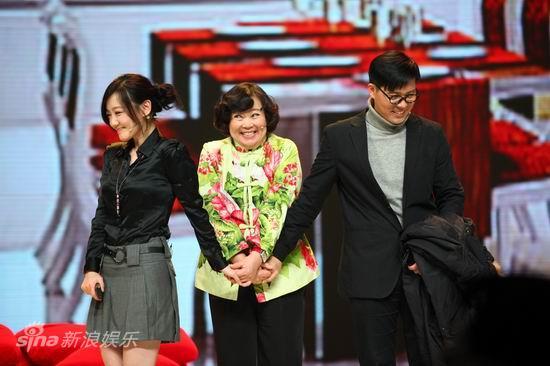图文:2010群星大联欢--方青卓佟瑞欣演小品