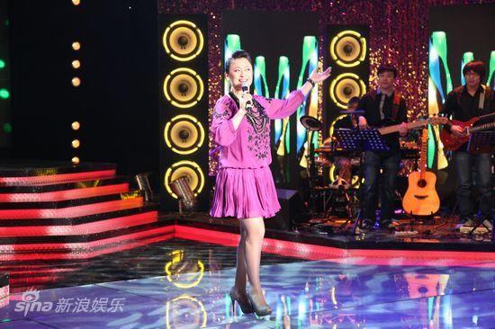 图文:《天声王牌》持续-王璐瑶演唱