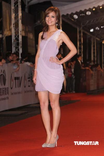 图文:45届金钟奖红毯-台湾女星莎莎