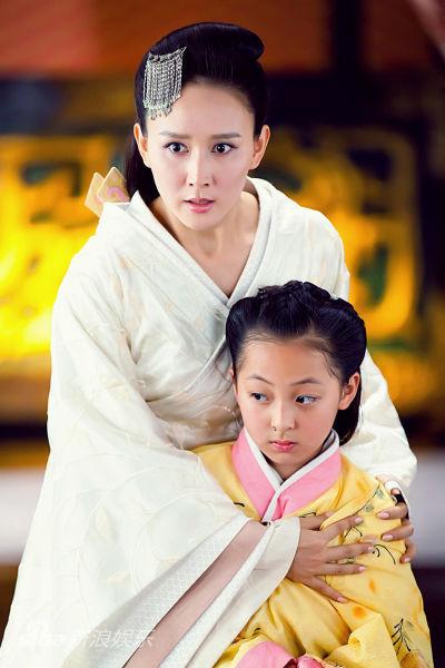 """图文:《王的女人》剧照-""""小虞姬""""与母亲""""青莲"""""""