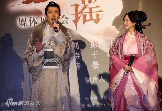 韩栋(微博)等主演的古装剧《大漠谣》,在浙江象山举行首次媒体见面会.