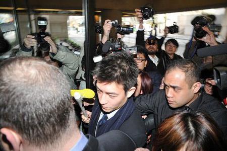 陈冠希加拿大出庭称网上看到艳照时很震惊(图)