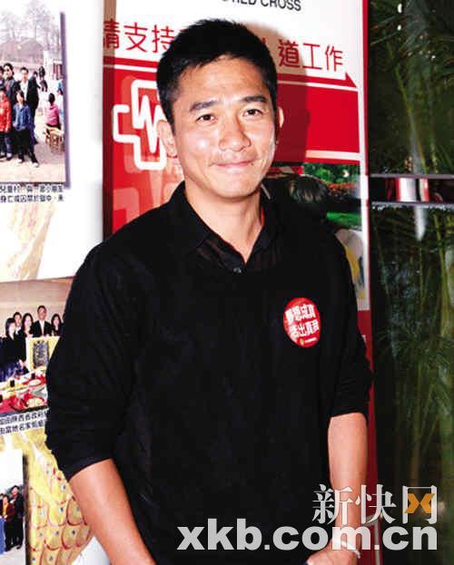 43岁刘嘉玲求助不育名医遇媒体刻意遮腹(图)