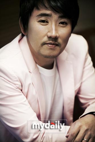 韩国歌手李承哲为纪念正式出道25周年举行的