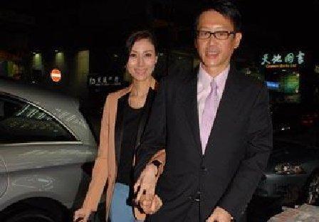 李嘉欣40岁剖腹产男婴友人微博公布喜讯