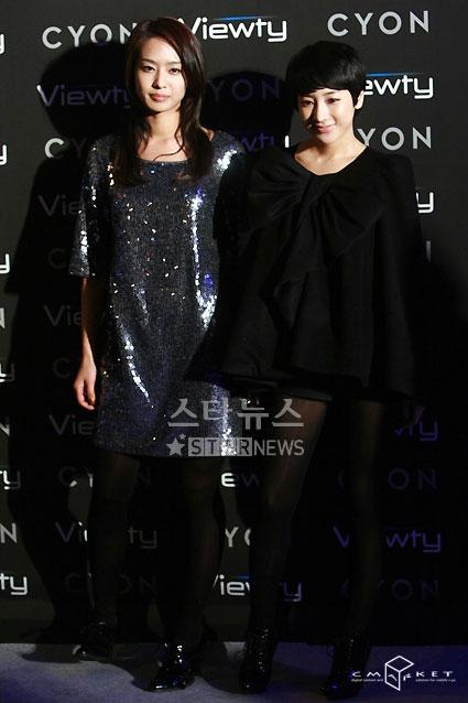 图文:韩星闪耀品牌手机秀--朴正雅和徐仁英