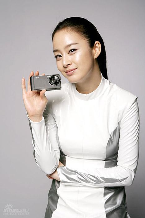 图文:金泰熙靓丽代言相机--娇俏美女精致相机