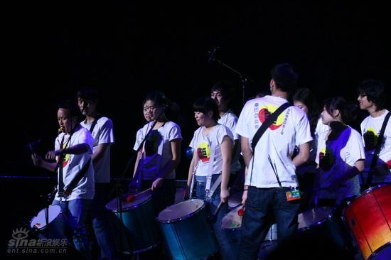 图文:崔健北京演唱会--桑巴亚北京鼓队