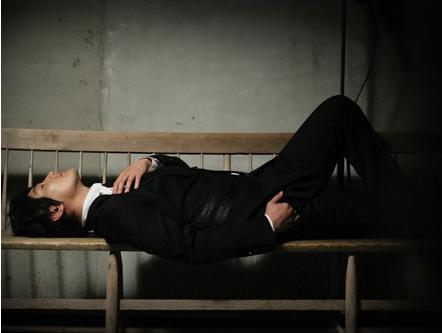 图文:安七炫入伍前告别专辑写真--难得放松