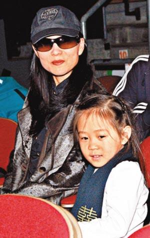 李连杰利智罕见同场大女儿担任刘德华个唱嘉宾